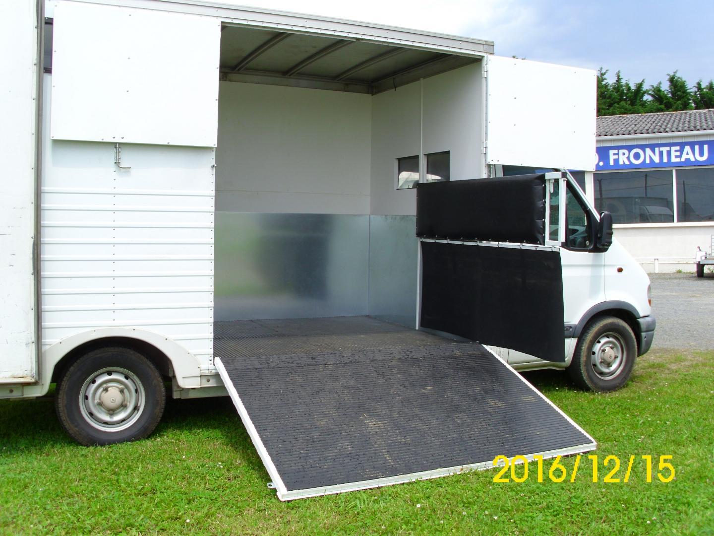 am nagement camion chevaux maine et loire indre et loire. Black Bedroom Furniture Sets. Home Design Ideas
